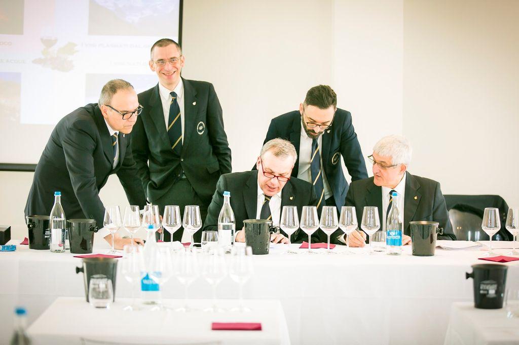 I delegati di Ais Piemonte durante il seminario.jpg